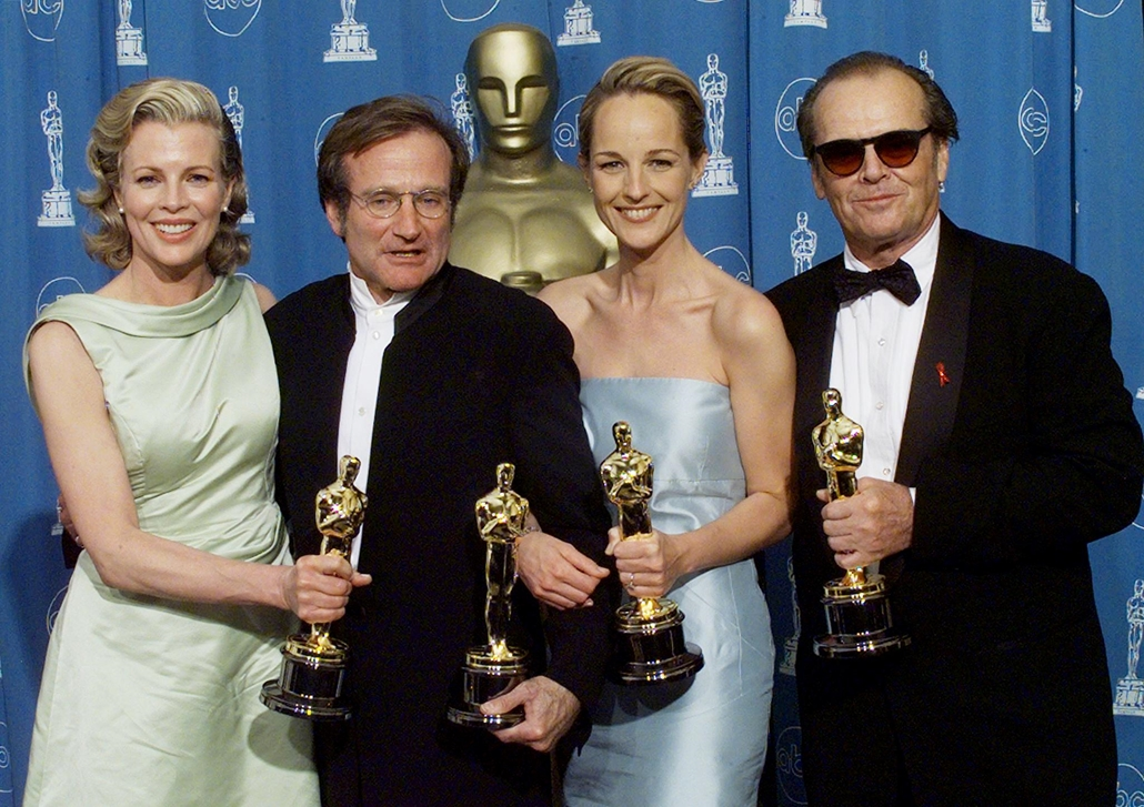afp. Robin Williams, 1998.03.24. os Angeles : Oscar winners Kim Basinger (L), Best Supporting Actress; Robin Williams (2nd L), Best Supporting Actor; Helen Hunt (2nd R), Best Actress and Jack Nicholson, Best Actor 23 March at the 70th Annual Academy Award
