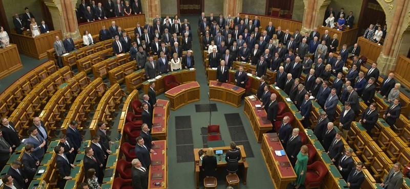 Parlament: a felhőkarcolóktól a tüntetésekig
