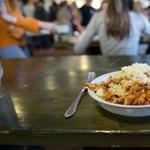 Közel 200 gyerek lett rosszul a menza miatt: felfüggesztették ételszállító cég működését