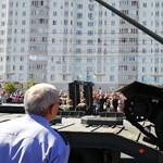 A kurszki csatát megúszta az orosz T-34-es tank, a katonai parádét már nem – videó