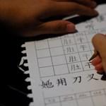 Megkezdődtek Kínában az egyetemi felvételik, sokat költenek különórákra a szülők