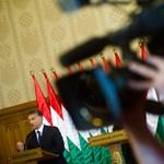 Orbán a Facebookon kéri az emberek segítségét