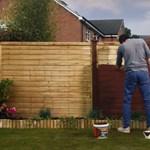 """Megérkezett az első """"lassú reklám"""", amiben 3 percig festik ugyanazt a kerítést"""