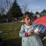Erdoganék csendben eltüntetik a menekülteket, akikkel nemrég még Európát zsarolták