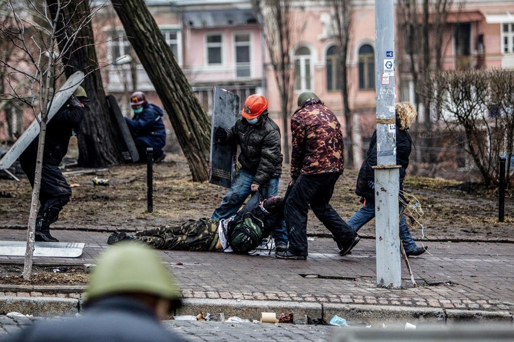 NE használd_! - Magyar fotográfusok háborús képei 100 éve és ma - nagyítás - Kijev, Ukrajna - 2014. február 20.