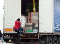 """""""Legyen óvatos, legyen éber"""" – így indítják útnak a magyar kamionosokat a migránsok miatt"""