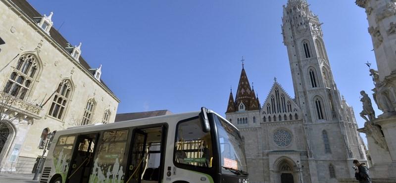 Kitiltják a turistabuszokat a Várból