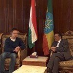Szijjártó pulcsiban feszít az öltönyös etiópiai miniszter mellett
