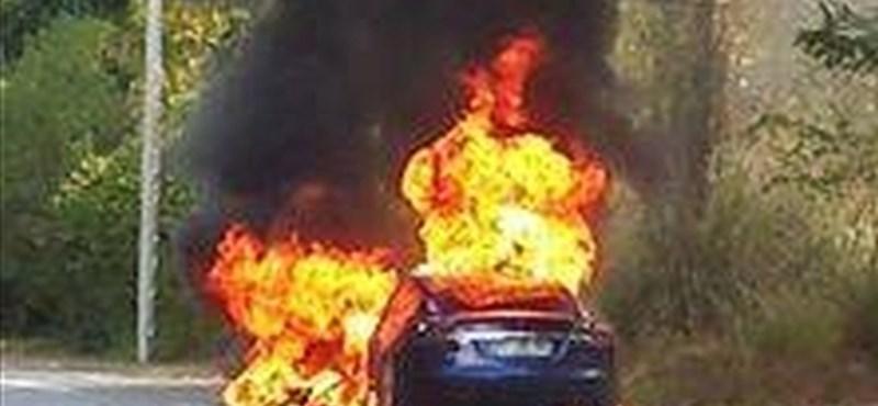 A próbaút közben égett porrá egy Tesla