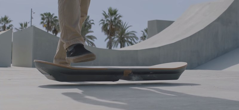 Megvalósuló sci-fi: a Lexus csinált egy igazi, működő légdeszkát – videó
