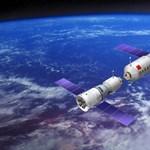 Van egy kis gond: éppen a Föld felé zuhan a 8500 kilós, irányíthatatlanná vált űrállomás