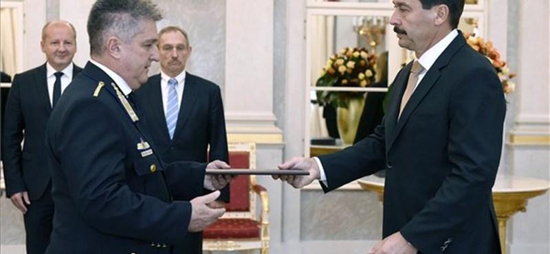Előléptették a III/II-es államtitkárt október 23-a alkalmából