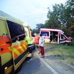 Betegszállító ütközött egy autóval az 51-esen - fotó