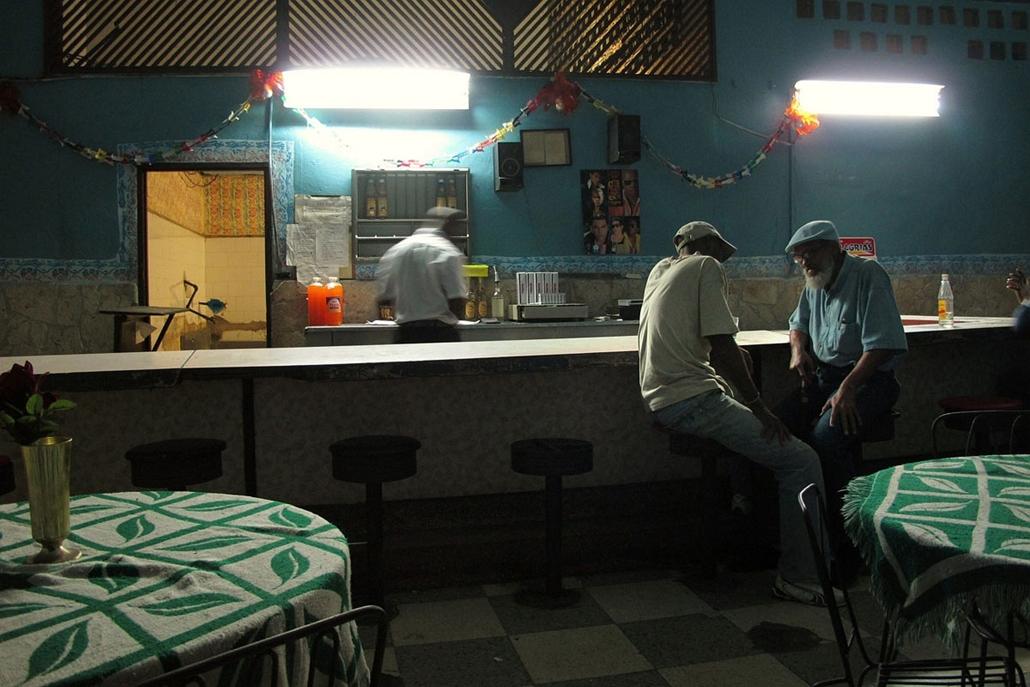 NE használd_! - Photographer of the Year 2014 - ''Ifjú tehetségek'' kategória - 1. helyezett - Havanna, Kuba - tpoty