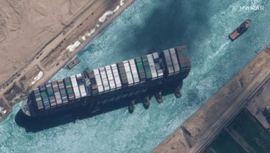 Kiszélesítik a Szuezi-csatornát ott, ahol márciusban keresztbe állt az Ever Given