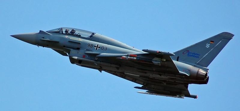 Lezuhant egy vadászgép a spanyol nemzeti ünnep után – videó