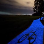 Ez lehet a jövő: kifejlesztették a magától világító bicikliutat