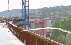 Mészáros gyűjti a vasat és a fémet a Budapest-Belgrád vasútvonalhoz