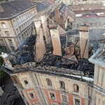 Újra járható az Andrássy út a leégett háznál