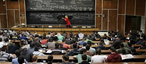 A nap kérdése: már az első félévben lehet halasztani az egyetemen?