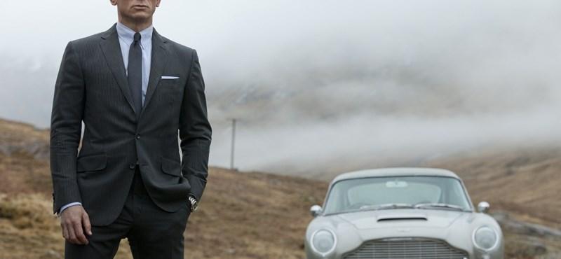 4 apró trükk hódításhoz férfiaknak Bond-fazonban