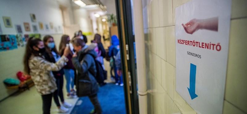 Teltház vagy foghíjas padsorok - vajon mennyien lesznek ma az iskolákban?