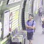 Hajmeresztő videó: Metróárokban köt ki a babakocsi