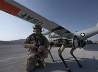 Életerős robotkutyák járőröznek az amerikai légierő bázisán