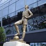 Fotók: Albert Flórián és szotyiárus-szobor is került az új Fradi-stadionhoz