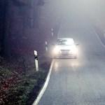 Tényleg tilos villogással előre jelezni a traffipaxot? Megkérdeztük a rendőrséget, itt a hivatalos válasz