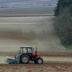 Zsebszerződéses földeket vesz az Orbán-kormány
