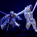 A szörnyecskék királynője most egy másik bolygóra repít zenéjével