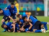 Gareth Bale az ufókban hisz, de egyelőre az olaszokat megverni is elég szürreális lenne - percről percre a torna utolsó csoportkörének első napjáról