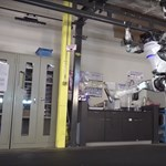 Videó: lenyűgöző, milyen kecsesen tornázik ez az emberszabású robot