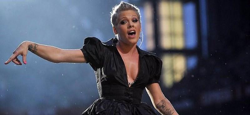 Nem nyert Grammyt, házi készítésű díjjal lepték meg a gyerekei Pinket