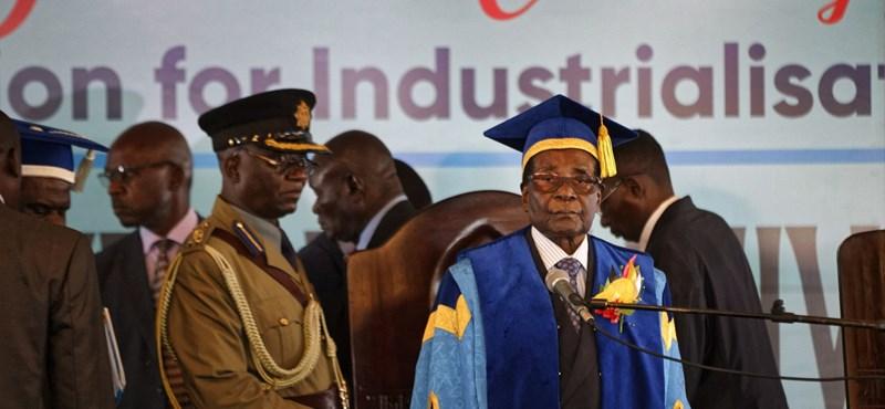Először mutatkozott a puccs óta a félreállított zimbabwei elnök