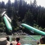Fotó: Három Boeing zuhant egy folyóba