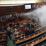 Koszovó: megint könnygáz a parlamentben