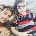 Családi idill: Ricky Martin megmutatta ikerfiait