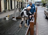 Épülnek a teraszok, kikerültek az asztalok - így készül a nyitásra az éledező Budapest