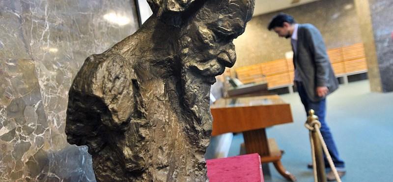 Tagore-kiállítás az Országos Széchényi Könyvtárban