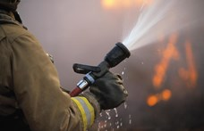 Tűz ütött ki a Campona környékén - papírbálák gyulladtak meg