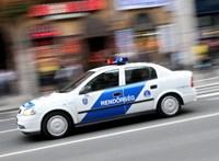 A sínen landolt egy karambolozó autó a Dózsa György útnál