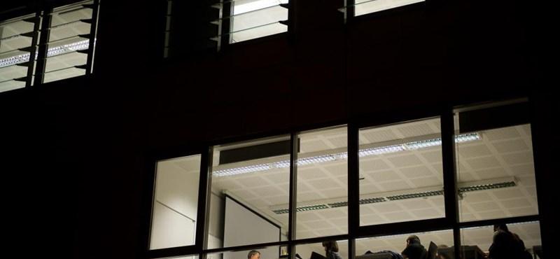 Jön a feketeleves: ennyit kell fizetni a 16 népszerű szakért 2014-ben