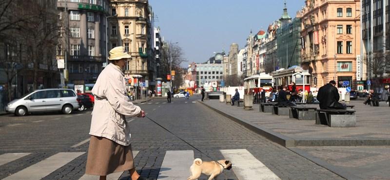 11 ezer forinttal emelik a nyugdíjat – a cseheknél