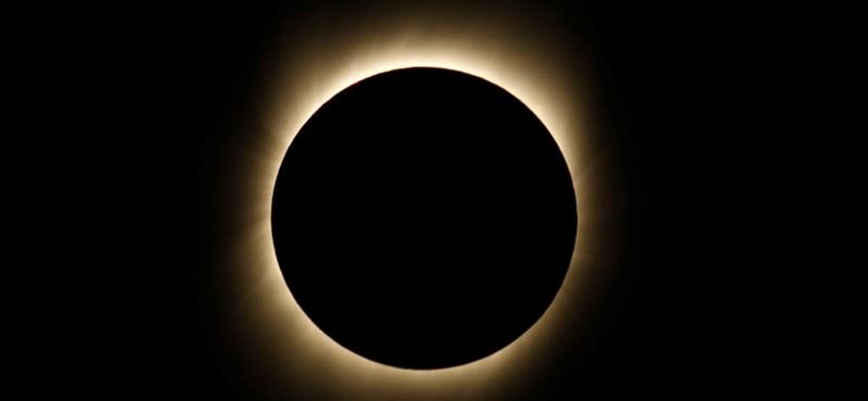 Ezrek nézték a teljes napfogyatkozást a Húsvét-szigeteken