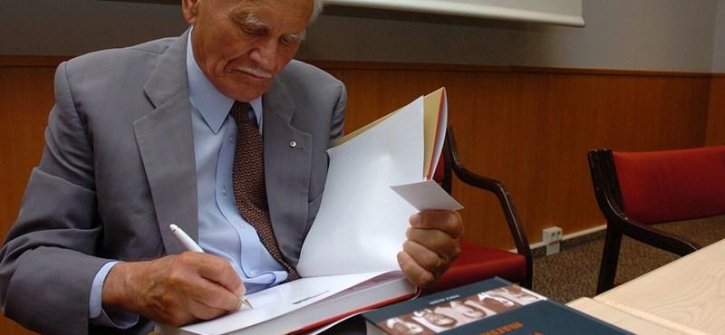 Mécs Imre mégis mond beszédet Göncz Árpád temetésén, de nem olyat
