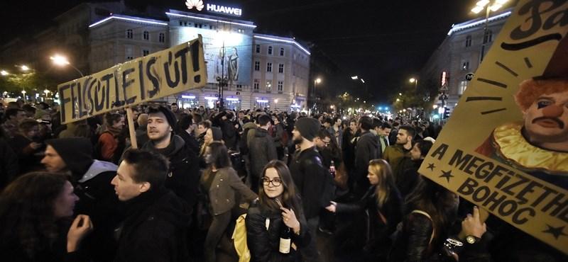 Megtaláltuk: A tegnapi tüntetés legviccesebb táblái