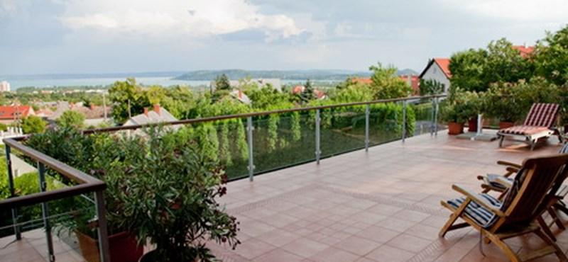 Mit tippel, maximum mennyiért vehet minimalista nyaralót a Balatonnál?
