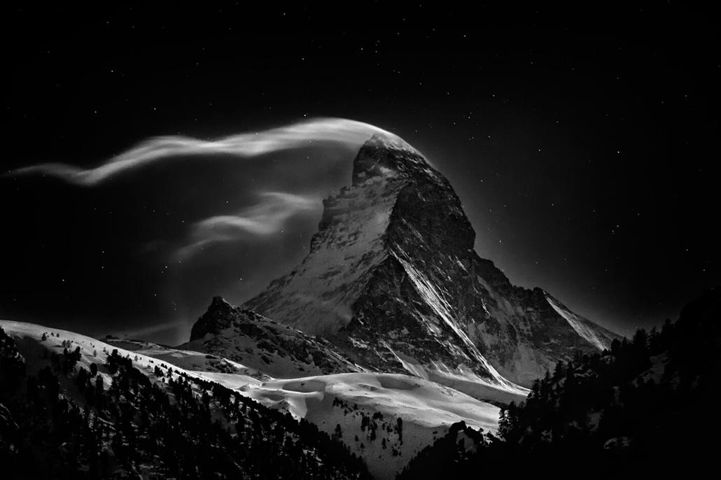 I. helyezett - 'helyek' kategória - Svájc, Zermatt: a Matterhorn 4478 méteres csúcsa teliholdkor. - NatGeonagy